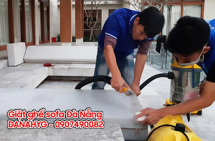 Dịch vụ giặt ghế sofa tại nhà Đà Nẵng