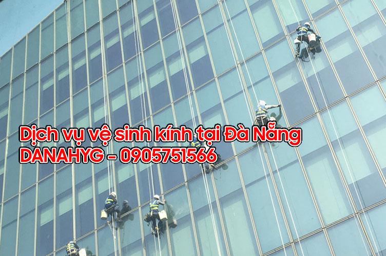 Dịch vụ vệ sinh kính tại Đà Nẵng